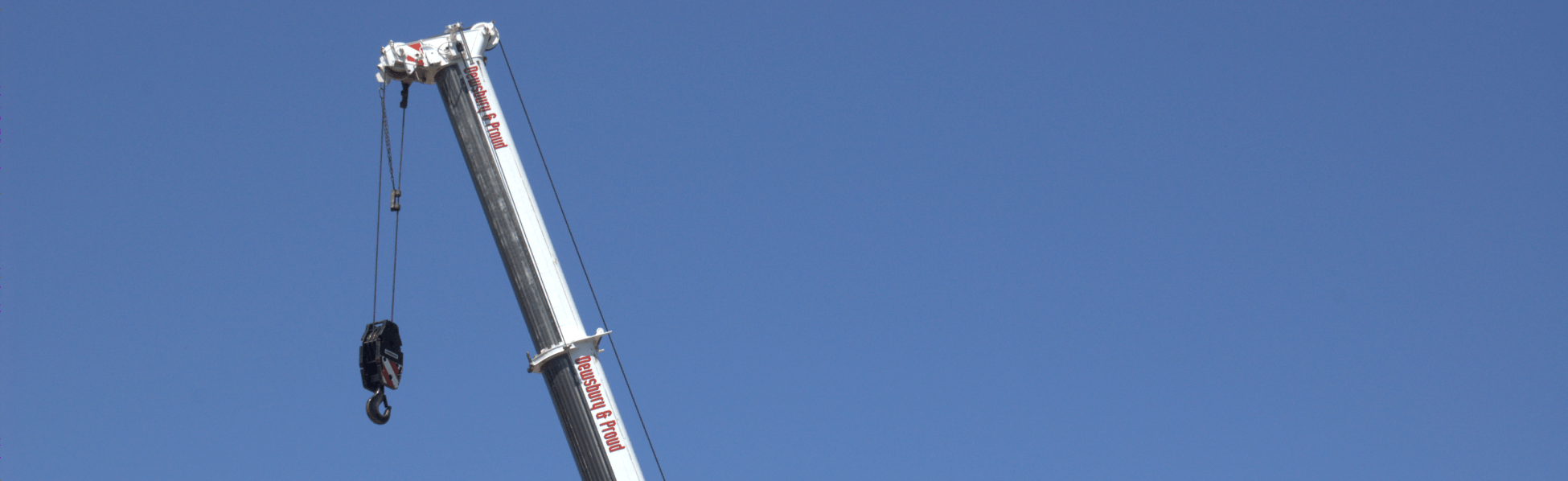 <span style='color:#d60800'>//</span> Contract Lifting and<br><strong>Crane Hire Specialists</strong>